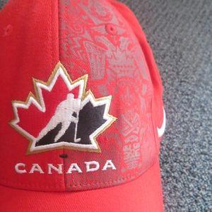 ♻️ 2 /$25- Red Team Canada Nike Hat L/XL